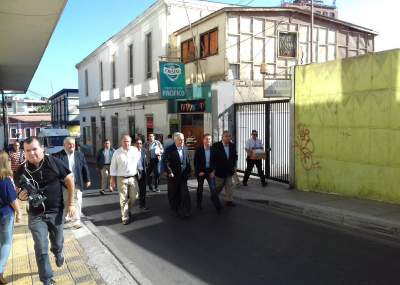 Carabineros detuvo a joven que intentó escupir a Sebastián Piñera en Arica